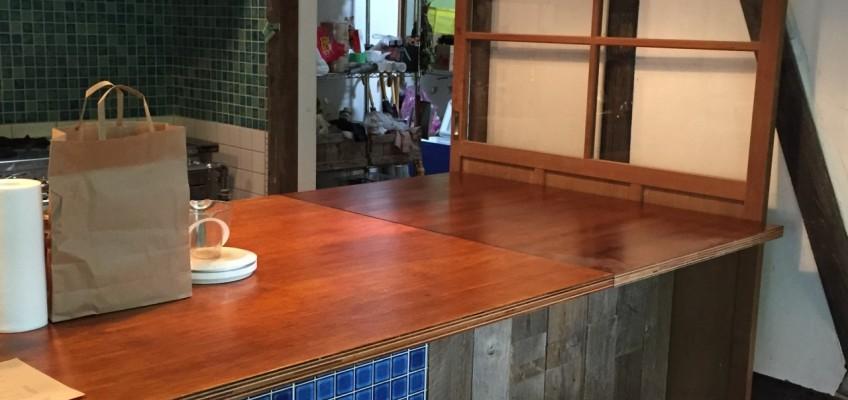 可動式テーブル